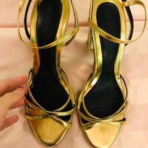 Preowned Zara Gold sexy sandals size 35 ⭐️⭐️🥂